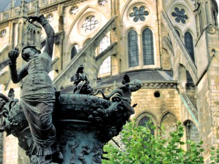 Cathédrale de Bourges, Cher – Les statues des jardins de l'archevêché