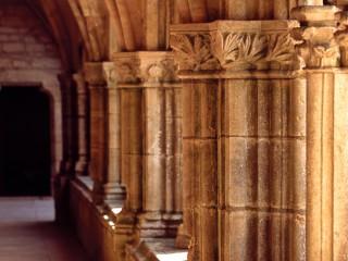 Abbaye de Noirlac, Cher – Les colonnes du cloître