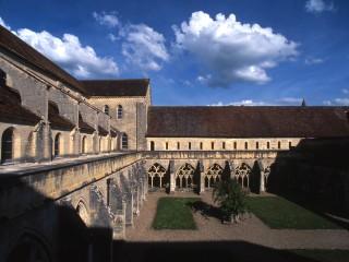 Abbaye de Noirlac, Cher – Vue sur le cloître