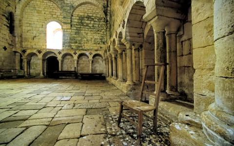 Abbaye de Saint-Amand de Coly, Dordogne – Prie-Dieu solitaire