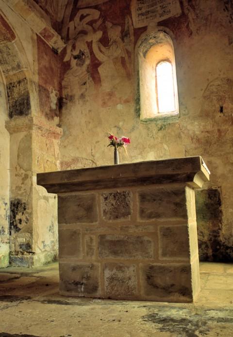 Chapelle Saint-Christophe, Montferrand-du-Périgord, Dordogne  –  L'autel