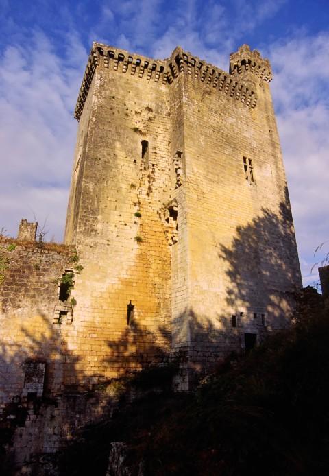 Château de Commarque, Dordogne – Le double donjon