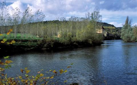 Château de Losse, Dordogne – Le château en bord de Vézère