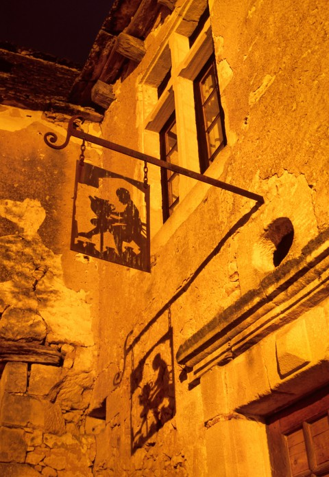 Enseigne du potier et son ombre, Beynac, Dordogne