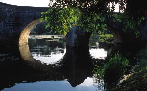 Reflets sur La Dronne, Bourdeilles, Dordogne