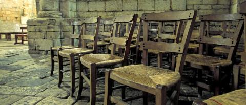 Les vieilles chaises de l'abbaye de Saint-Amand de Coly, Dordogne