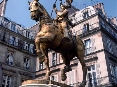 Statue équestre de Jeanne d'Arc, Place des Pyramides, Paris – Patine de la statue avant sa restauration
