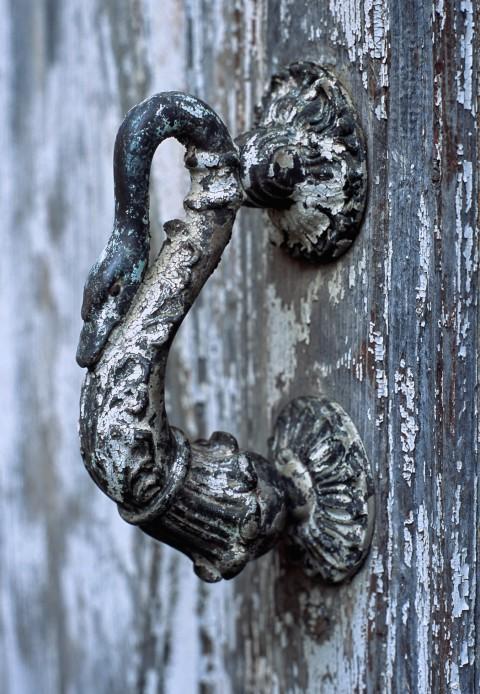 Poignée col de cygne, patinée par le temps, Dordogne