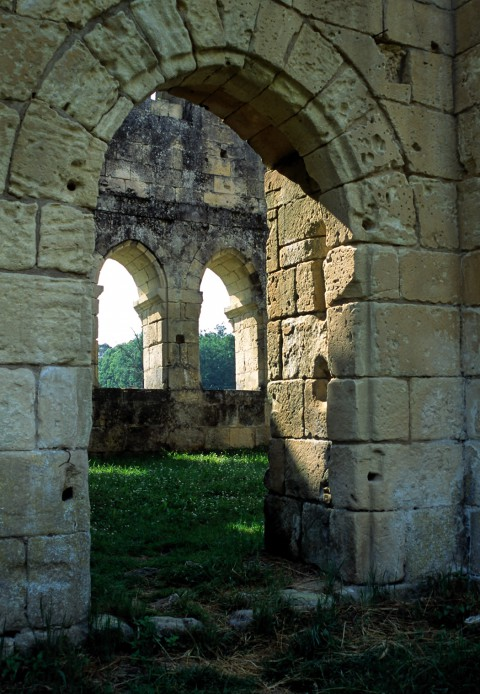 Porte romane plein-cintre, Abbaye de Boschaud, Dordogne