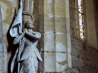 Statue de Jeanne d'Arc, église de Saint-André d'Allas, Dordogne