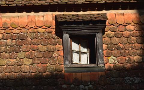 Lucarne et tuiles «queue de castor», Alsace
