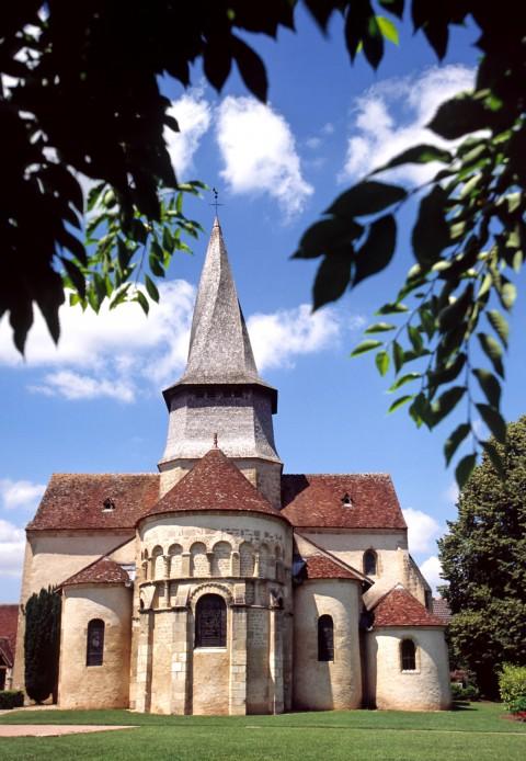 Clocher tors de la collegiale Sainte-Austrégésile, Saint-Outrille, Cher