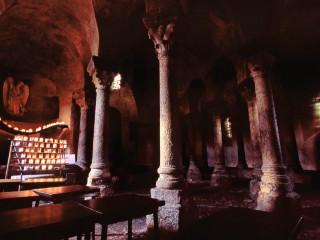 Chapelle Saint-Michel d'Aiguilhe, Le Puy en Velay, Haute-Loire  –  Vue intérieure