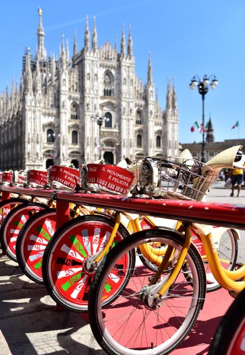 Bicyclette et monument… Duomo di Milano, Milan, Italie