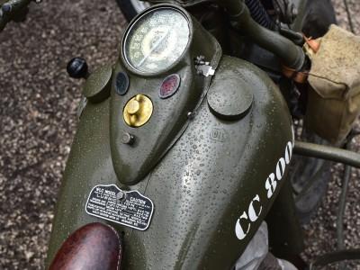 Après la pluie. Harley-Davidson militarisée