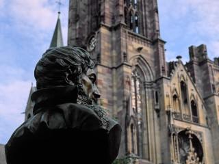 Buste du maréchal d'Empire François-Joseph Lefebvre et église Notre Dame de L'Assomption, Rouffach, Alsace