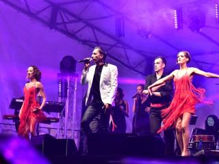 Jean-François Valence et ses danseurs.