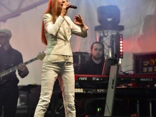 Myriam Tamaloult dans l'univers de Céline Dion.