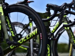 Vélos Cipollini camouflés.