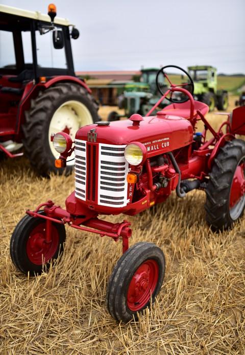 Modèle réduit ? Tracteur Mac Cormick International Farmall Club, rassemblement  ARAMAA, Reiningue, Alsace