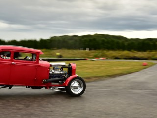 Hot rod vs Simca Versailles