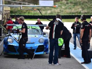 Porsche GT3 au ravitaillement