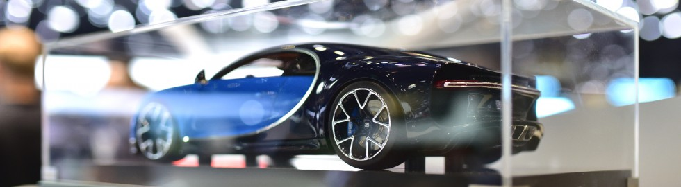 salon-geneve-2016-bugatti-chiron-miniature-980x270_c