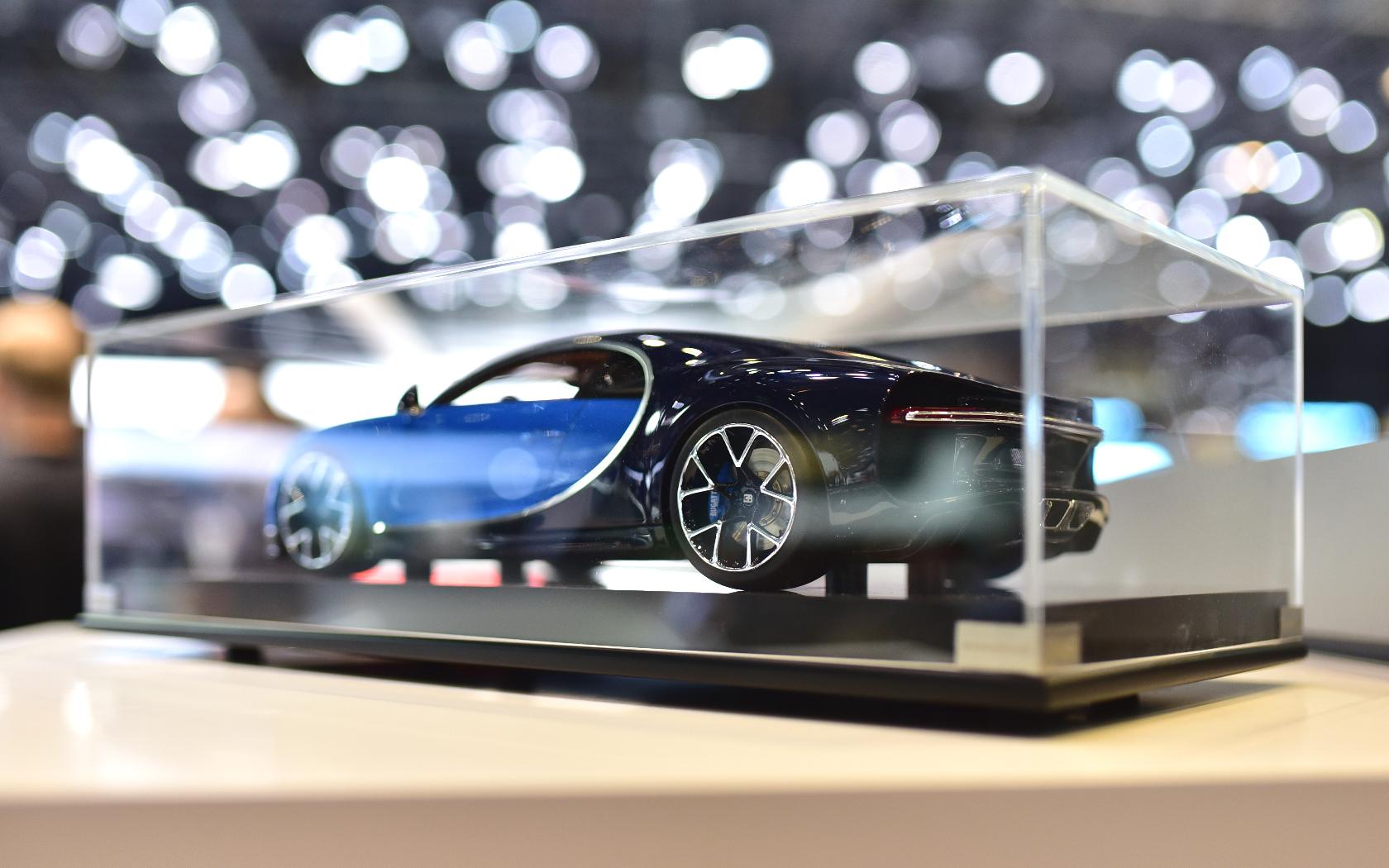 salon-geneve-2016-bugatti-chiron-miniature