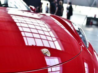Reflets sur la Porsche 718 boxster