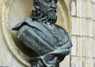 Buste de Pierre de Bourdeille, dit Brantôme