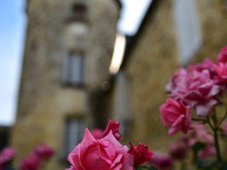 Le châtelet de Jayac et ses roses anciennes