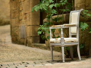 Vieille chaise dans les ruelles de Sarlat